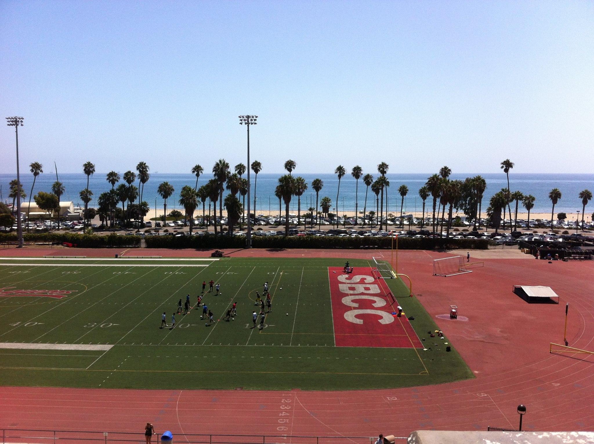 Studera på college i USA Santa Barbara?